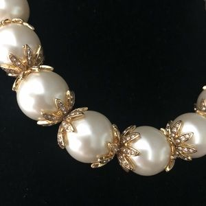 💜Stunning Ann Taylor Faux Pearl Crystal necklace